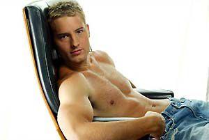 Oliver. J'aime bien les blonds.