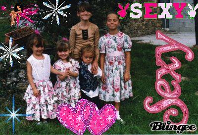 il y a ma cousine  et mon cousin et mes soeur et moi