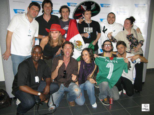 Alizée et son équipe de tournée