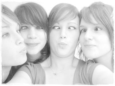 Moi, Manon, Charlotte & Johanna; La cause de mon bonheur (L)