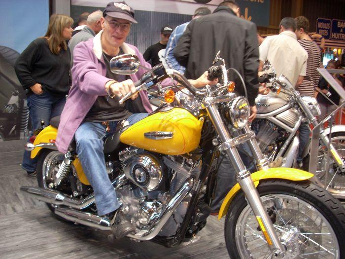 dis voir cet moto elle est terrible non ??????