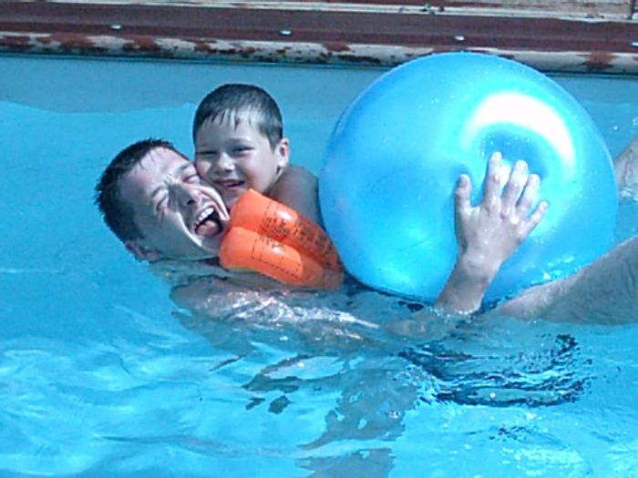 Papa et enzo la piscine enzo0321 - Papa cochon a la piscine ...