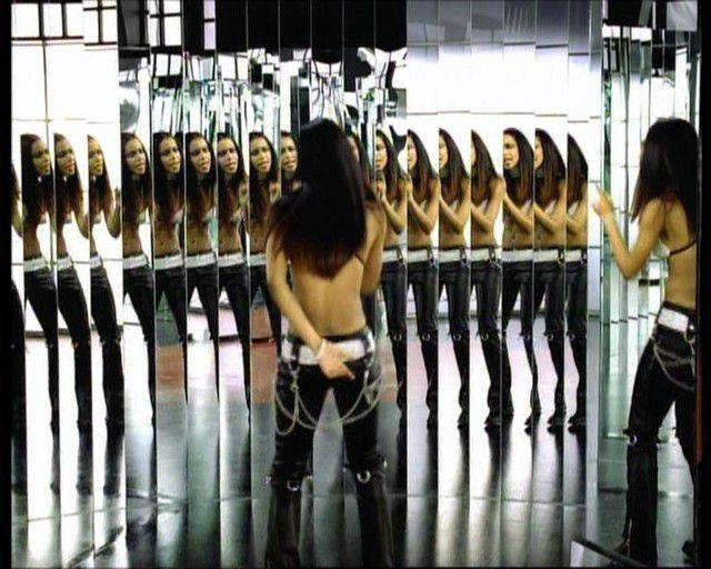 Aaliyah dans le clip Try Again