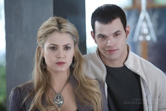 - Emmett et Rosalie - (Je l'aime pas elle xd)