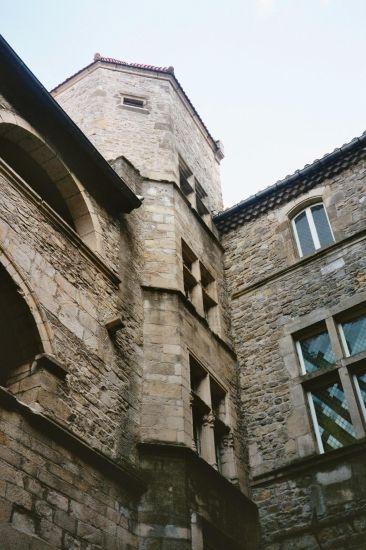 cour du château d'Aubenas