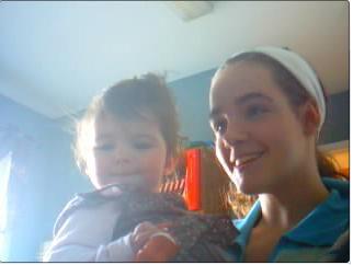 Moi et ma petite cousine toute mignonne!! =D