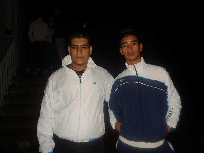m'es amis a droit moustach à gauche 3abdelhadi