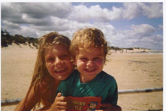 moi et mon frèro à la plage en Uruguay