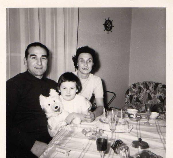 mes grand parents et ma mam's pitite =)