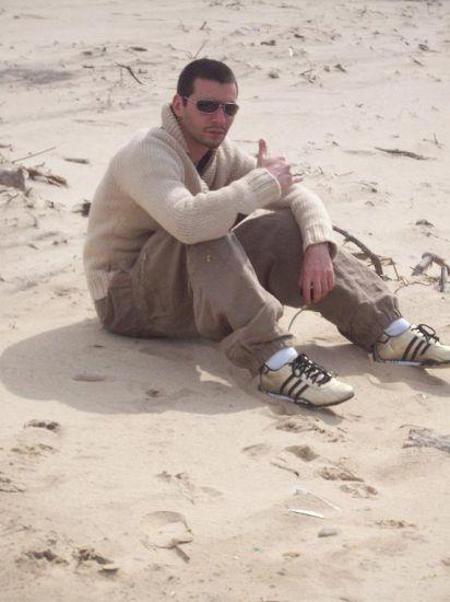 me and me seul sur le sable les yeux ds le vin