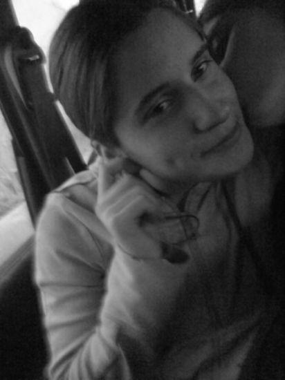 moi avec ma soeur de coeur ki me fait un bissoux