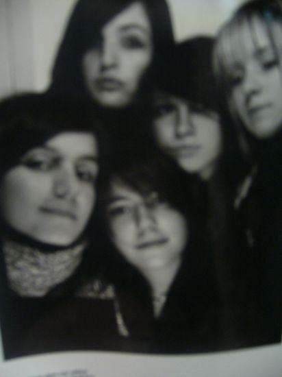 Kelly,Mélanie,Emeline,Luna [Strange],Maddy (gauche à droite)