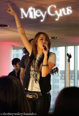 MILEY RAY CYRUS THEY LOVE ! <3