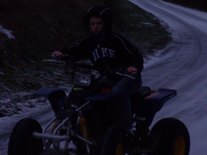 moi sur la route glacée