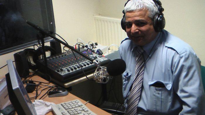 Dharamvir Nagpal speaking the news by Radio