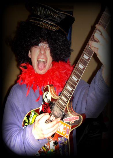 Moi, en mode : Guitare Héro's...