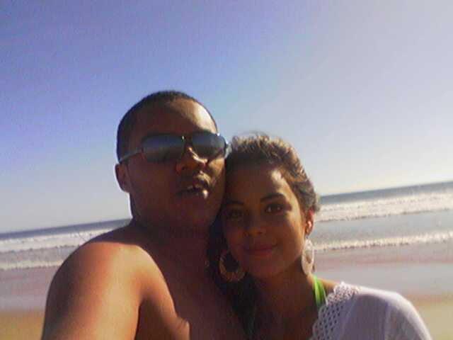 my et lynda a la plage a Lisbonne