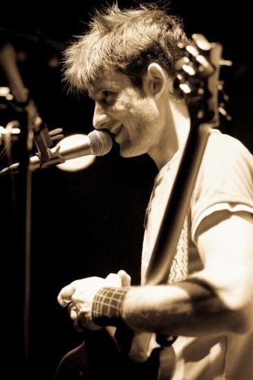 Greg (Chant & Guitare)