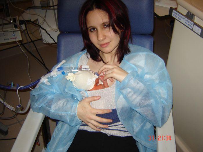 ma belle soeur et mon neuve kyllian a la maternité