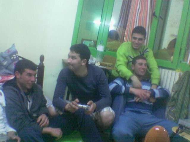 mohamed avec moi  et said  et hicham jijli  nel3bou f play