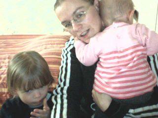 kelly fait le calin a sa maman et killian réflèchi..........