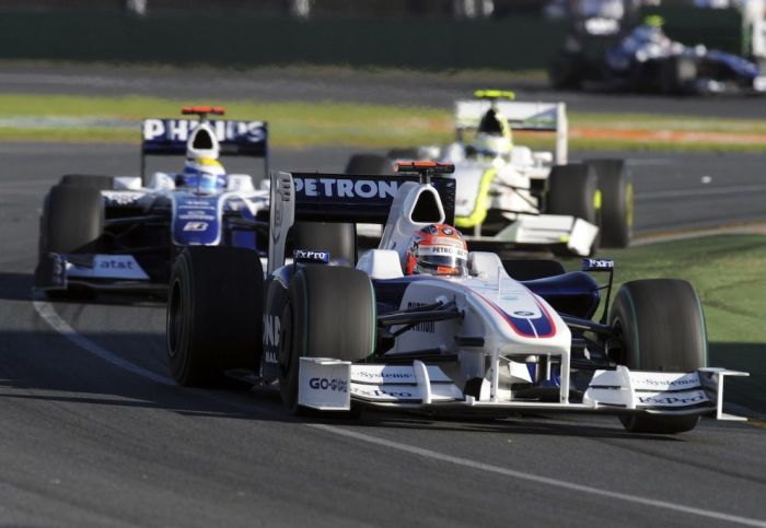 La bagarre fait rage au GP d'Australie, mais Kubica resiste