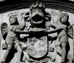 détail de la facade du palais de justice de Grenoble