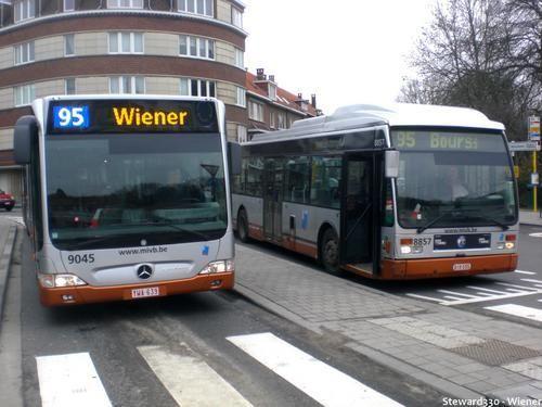 -[ Bus : Van Hool AG300 et EvoBus 0530G - Citaro ]-   STIB