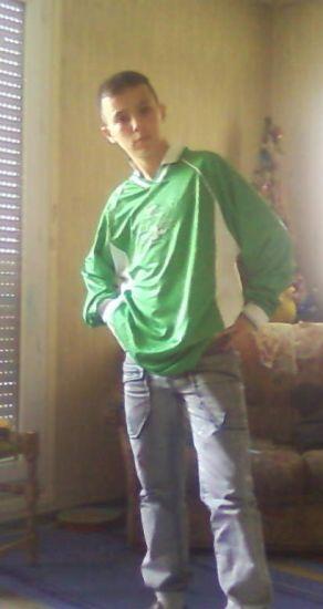Moi avc mon maillot de foot de mon club de crissey