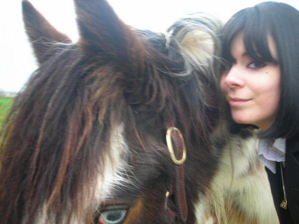 Mlle-LiiLiiNOUNE et un magnifique cheval x)