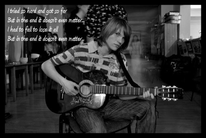 Kokuś z gitarką ;D