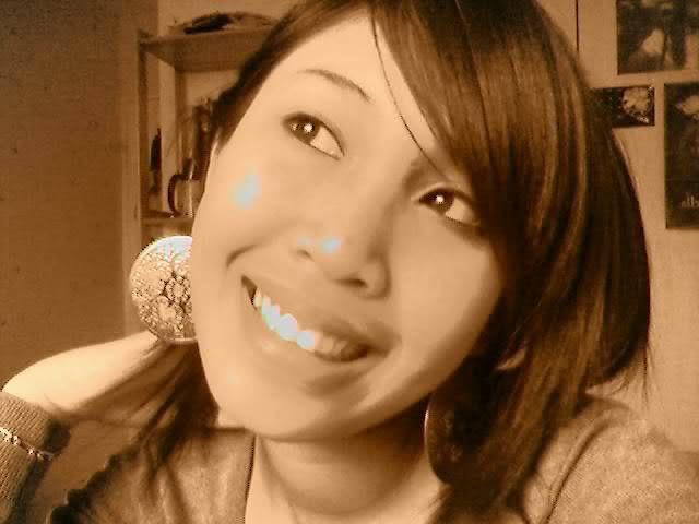 Hi; je souris