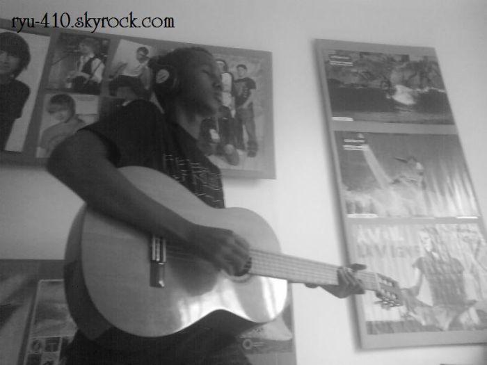 Moi jouant de la guitare