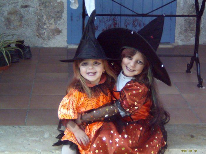 2 jolies sorcieres  lol