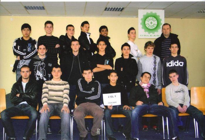 moi et ma classe ( je suis en haut a gauche LOOL )