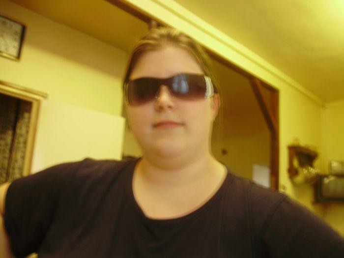 moi avec les lunette a ma soeur !