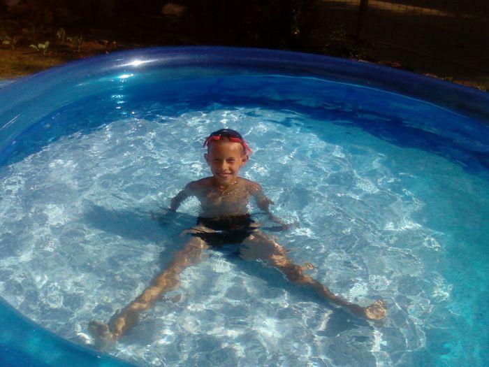 me voila dans ma piscine je suis le boss