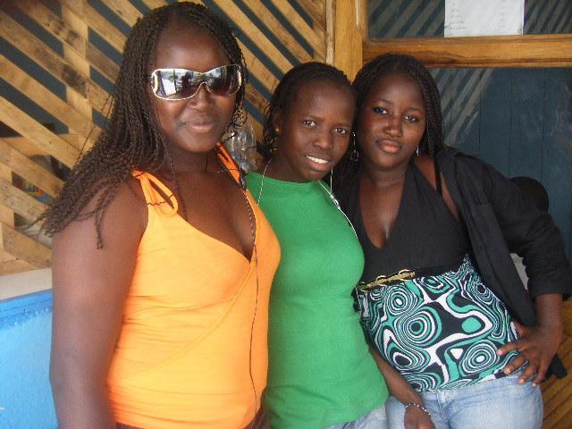 Les trois meilleurs amies les plus belles de l'ecole