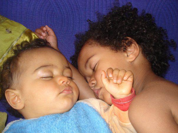 Les deux plus beaux bébés du monde (l)